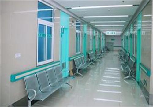 沈阳军区总医院体检中心走廊