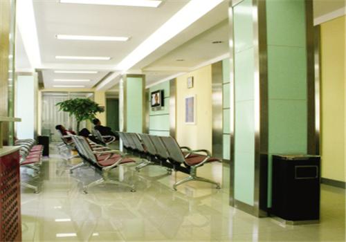 于洪区人民医院体检中心走廊