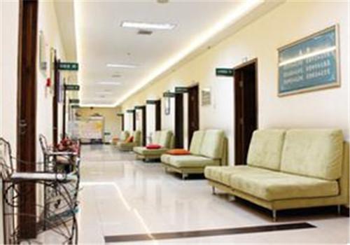 本溪市铁路医院体检中心(佰年健康体检中心)走廊