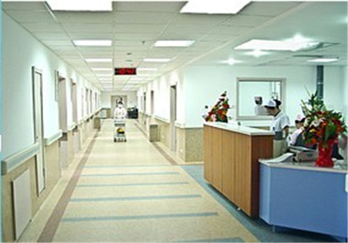 本溪市中心医院体检中心走廊