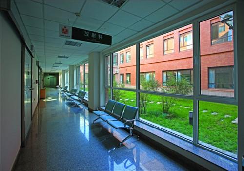 丹东第一医院体检中心走廊
