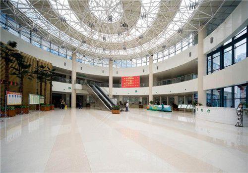 咸宁中心医院体检中心大厅