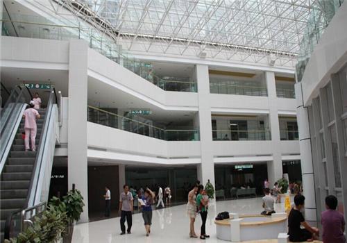阳春人民医院体检中心大厅