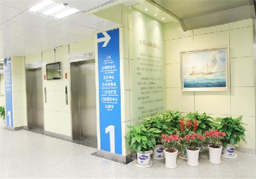 江蘇省人民醫院體檢中心電梯口