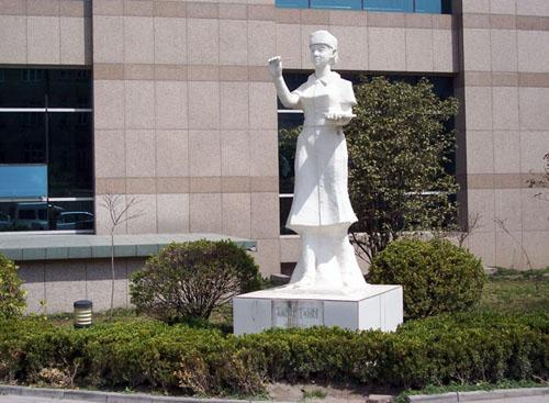 海门市人民医院体检中心雕像