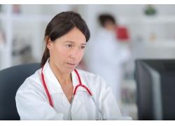 女性乳腺疼痛原因有哪些 女性乳腺检查项目有哪些